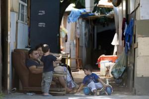 Новости - Мэр французской деревни пригрозил самоубийством из-за нашествия цыган Цыгане во Франции Фото: Miguel Medina / AFP