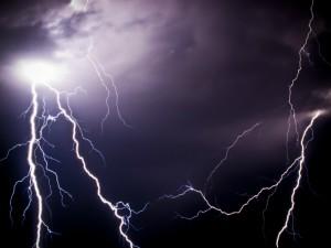 Новости Актобе - В Атырау парня убило молнией Молния. Иллюстративное фото