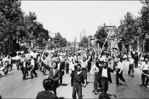 ЦРУ признало причастность к иранскому перевороту в 1953 году Протесты в Тегеране после свержения правительства в 1953 году Фото: AFP