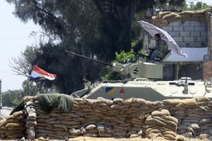 Египетские военные по ошибке застрелили журналиста КПП в Египте Фото: Mohamed Abd El Ghany / Reuters