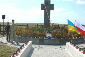 Украинцы поставили памятник жертвам конницы Буденного Фото: kam-byzrda.com.ua
