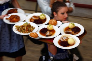 Немецким столовым предложили ввести «день без мяса» Фото: Michaela Rehle / Reuters