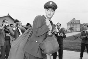 Новости - Военная форма Элвиса Пресли уйдет с молотка Элвис Пресли Фото: AP
