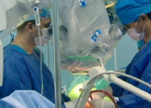 Новости - Алматинские хирурги осваивают новый метод операций на позвоночнике Фото 24.kz