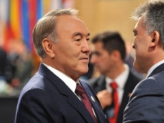 Назарбаев провел встречу с президентом Турции Абдуллой Гюлем Фото с сайта newskaz.ru