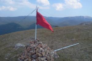 Новости - На горе в Крыму флаг Украины заменили советским Фото: 0652.ua