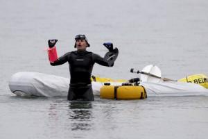Новости - Американец проплыл 35 километров с тонной кирпичей Джим Драйер Фото: Carlos Osorio / AP