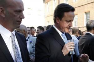 Британский премьер отказался бойкотировать Олимпиаду в Сочи Дэвид Кэмерон на приеме, посвященном борьбе за права ЛГБТ Фото: Andrew Winning / AFP