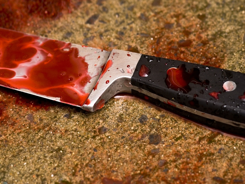 Мужчину и женщину нашли зарезанными в кладовой продуктового магазина в Актау