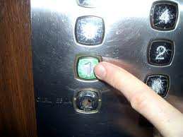 ЗКО. В Аксае приостановлен ремонт лифтов lift