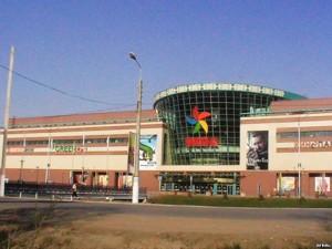Новости Актобе - В Актобе ТРЦ «Мега» заминировала продавец бутика драгоценностей Фото с сайта azattyq.org