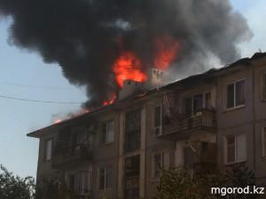 Новости Атырау - Пожары в Атырау принесли ушерба на 42 млн Пожар в одной из пятиэтажек Атырау. Фото mgorod.kz