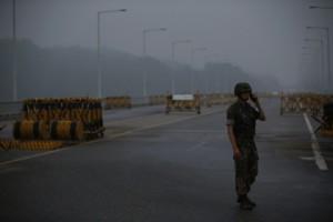 Новости - Сеул и Пхеньян назначили дату открытия Кэсона Перекрытый въезд на территорию Кэсона Фото: Kim Hong-Ji / Reuters