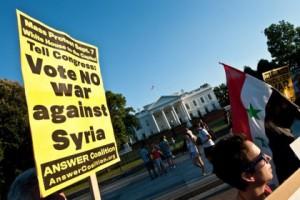 Новости - Военную операцию в Сирии поддержали треть американцев Акция против военной операции США в Сирии Фото: Nicholas Kamm / AFP