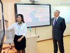 Назарбаев поручил решить проблему аварийных школ фото с сайта akorda.kz