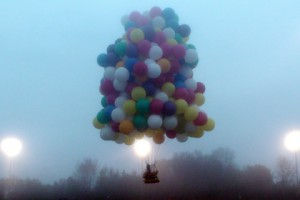 Американец отправился через Атлантику на воздушных шариках Фото: Mark McBreairty / AP