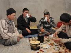 Все больше молодежи из южных регионов Казахстана приезжают на заработки в Россию фото с сайта expert.ru