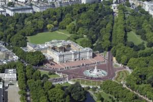 В Букингемском дворце впервые пройдет футбольный матч Вид на Букингемский дворец Фото: Rex Features / FOTODOM.RU