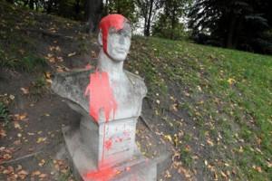 Новости - В Польше вандалы осквернили мемориал советских воинов Фото: Piotr Skornicki / Agencja Gazeta