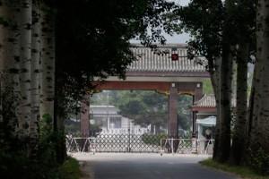 В Китае будут сажать за вранье в интернете Ворота тюрьмы в пригороде Пекина Фото: Ng Han Guan / AP