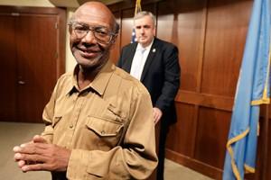 Новости - Фонд помощи «бостонскому бомжу» собрал более 140 тысяч долларов Глен Джеймс Фото: Steven Senne / AP
