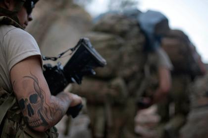 Новости - В Армии США частично запретят татуировки Татуировка на солдате американской армии Фото: David Goldman / AP