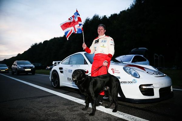 Новости - Слепой автогонщик установил рекорд скорости Фото auto.lafa.kz