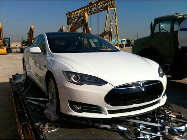 Ракишев может привезти Tesla Фото Supermade.kz