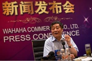 В Китае безработный напал с ножом на  миллиардера за отказ в трудоустройстве Цзун Цинхоу Фото: Andy Wong / AP