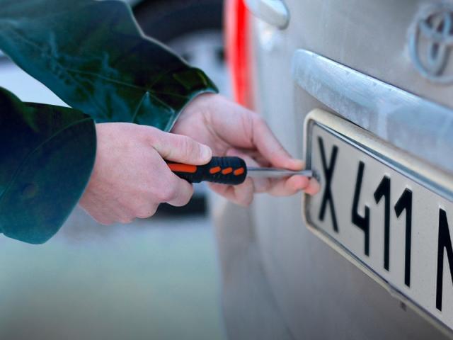 В Алматы воруют автомобильные номера Фото auto.lafa.kz