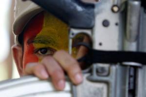 Филиппинские мятежники подорвали армейский патруль бомбой с фекалиями Филиппинский повстанец-коммунист Фото: Erik de Castro / Reuters