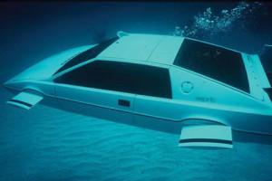 Автомобиль-амфибию Джеймса Бонда продали за 865 тысяч долларов Фото eer.ru