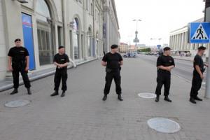Белорусским милиционерам запретили курить в форме Сотрудники милиции, Минск Фото: Сергей Самохин / РИА Новости