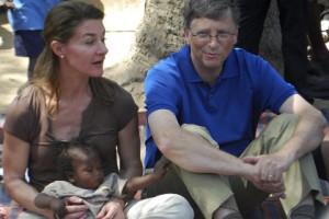 Биллу и Мелинде Гейтс вручили премию за развитие медицины Билл и Мелинда Гейтс во время благотворительной поездки в Индию Фото: Strdel / AFP