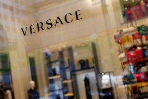 Новости - В Карабахе возьмутся за пошив коллекций Versace Фото: Eric Thayer / Reuters