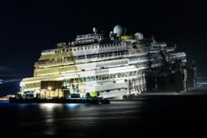 Новости - Завершена операция по подъему лайнера «Коста Конкордиа» Операция по подъему «Коста Конкордиа» Фото: Andreas Solaro / AFP