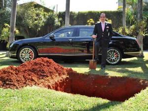 Новости - Похороны Bentley Фото auto.lafa.kz