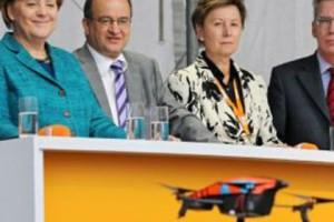 Выступлению Меркель в Дрездене помешал радиоуправляемый вертолет Фото: AP