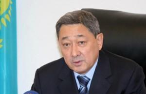 Аким Атырауской области готовится к пресс-конференции Фото с сайта www.sport.gazeta.kz