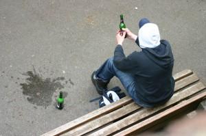 Новости Актобе - В Актобе штрафуют продавцов за продажу алкоголя подросткам Иллюстративное фото с сайта omvesti.ru