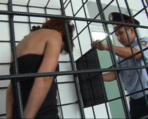 В Актобе женщина продала 5-летнюю дочь  mat