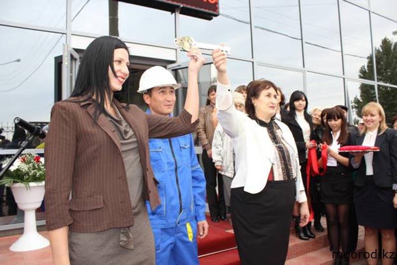 В Уральске открылся универсальный спортивный зал 008