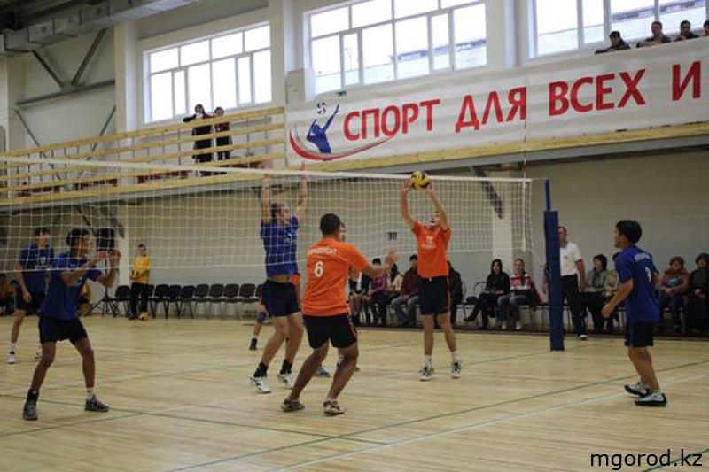 В Уральске открылся универсальный спортивный зал 012