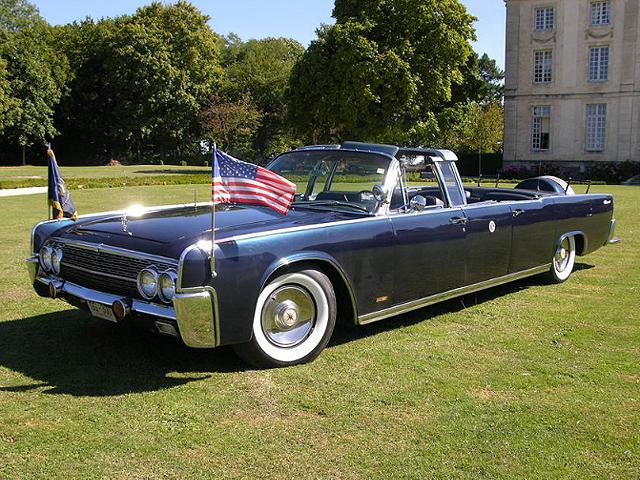 Дубликат лимузина Кеннеди выставят на аукцион