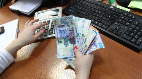 Несоответствием повышения налогов с уровнем зарплат возмущены казахстанские депутаты Фото Tengrinews.kz