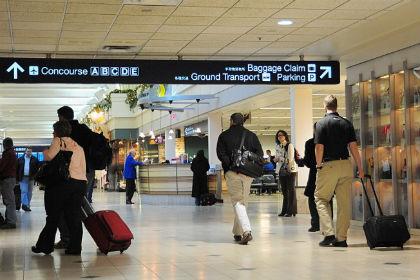 Новости - Девятилетний мальчик без билета пробрался в самолет до Лас-Вегаса Аэропорт Миннеаполиса Фото: Karen Bleier / AFP