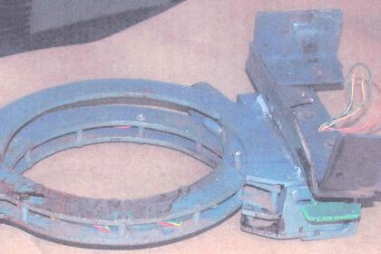В Одессе придумали вымогать деньги с помощью бомб-ошейников Образец ошейника со взрывчаткой, использованного при ограблении банка в США в 2003 году Фото с сайта Wikipedia.org.