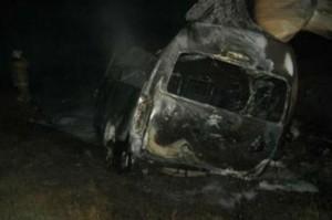 Среди погибших в ДТП на самарской трассе казахстанцев нет  Сгоревший микроавтобус на месте аварии. Фото: ГУ МЧС по Самарской области.