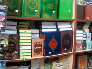 Новости Актобе - В Актобе оштрафован магазин за продажу религиозных книг Иллюстративное фото с сайта rus.azattyk.org