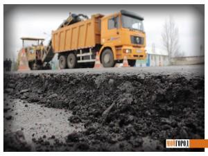 В Уральске на центральных дорогах начали делать ямочный ремонт trassa4